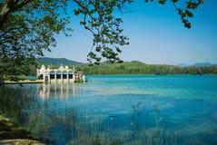 Эллинг на красивом озере Стоковые Изображения