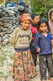 2 любознательных девушки в Непале Стоковое Изображение RF