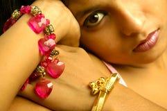 Ювелирные изделия индийской женщины нося стоковое изображение