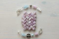 Ювелирные изделия сделанные из естественных камней и серебра Аквамарин, larimar стоковая фотография