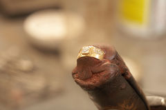 ювелир делая кольца Стоковые Фото
