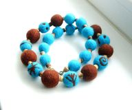Ювелирные изделия от пушистых шариков handmade Стоковое Фото