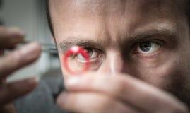 Ювелир работая с кольцом модели воска стоковое изображение rf
