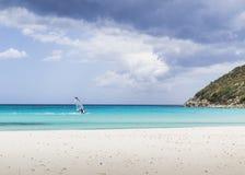 Юговосточный пляж в Кальяри Сардинии, Италии Стоковые Изображения RF