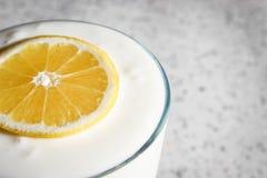 Югурт лимона стоковые фотографии rf