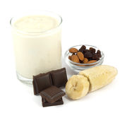 Югурт с бананом, шоколадом, миндалинами и изюминками Стоковое Фото