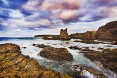 Юг скалы bombo Kiama моря Instream Стоковые Изображения