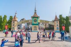 ЮЖНАЯ КОРЕЯ - 6-ое марта: Архитектура и неопознанный турист Стоковые Изображения RF