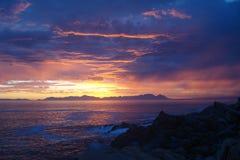 Южно-африканский заход солнца над морем Стоковая Фотография