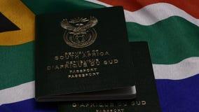 Южно-африканский паспорт на флаге SA видеоматериал