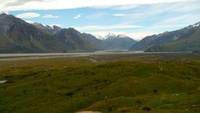 Южные Альпы и река Ashburton стоковая фотография rf