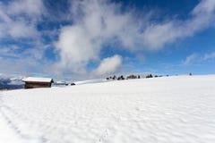 Южные горы ландшафт снега tirol и trav зимы кабины древесины Стоковое Изображение RF