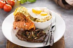 Южные прибой и дерновина с картошками и яичками стоковая фотография rf