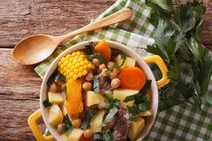 Южный - американская кухня: конец-вверх Pouchero толстого супа в баке H стоковое фото