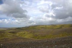 Южный ландшафт Исландии с гористыми местностями Стоковое Изображение