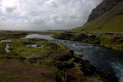 Южный ландшафт Исландии с рекой и вулканическим outwashmation Стоковое Изображение RF