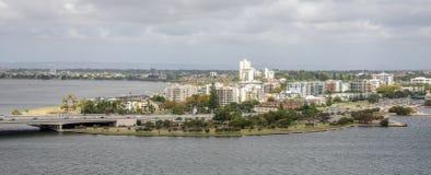 Южный взгляд пригорода Перта от королей Парка и ботанических садов внутри Стоковая Фотография