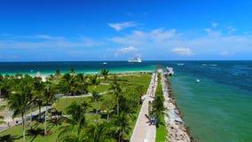 Южный пляж, Miami Beach Флорида вид с воздуха сток-видео