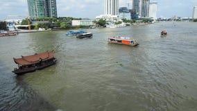 Юлить движение на Chao Реке Phraya в Бангкоке акции видеоматериалы