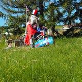 Юмористическое чучело во время футбола кубка мира в частном саде в Monts du Lyonnais, Франции стоковые изображения