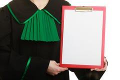 Юрист женщины держа пустую пустую доску сзажимом для бумаги Стоковые Изображения RF