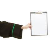 Юрист женщины держа пустую пустую доску сзажимом для бумаги Стоковое фото RF