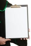 Юрист женщины держа пустую пустую доску сзажимом для бумаги Стоковая Фотография