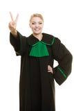 Юрист женщины делая знак руки победы Стоковое Изображение