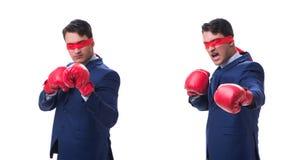 Юрист при blindfold нося перчатки бокса изолированные на белизне стоковые изображения