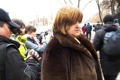 Юрист Violetta Volkova около тюрьмы где арестованный политик Nikolay Lyaskin Стоковое Фото