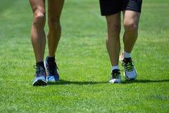 2 люд бежать вдоль gras Стоковые Фотографии RF