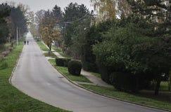 2 люд в длинной улице Стоковые Изображения