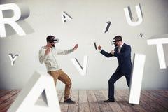 2 люд в стеклах виртуальной реальности окруженных путем летать письма Стоковые Фотографии RF