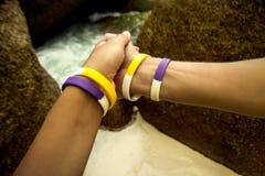 2 люд держат руку Стоковая Фотография RF