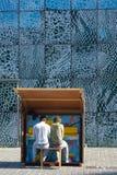 2 люд играя impro на рояле здание муниципалитета Стоковое Фото
