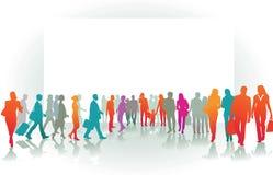 люди более лучшей толпы идя новые к гуляя миру Стоковая Фотография RF