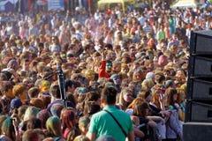 люди во время фестиваля цветов Holi Стоковое Изображение RF