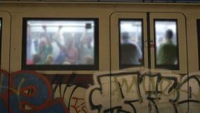 люди на метро, Риме, Италии, 4k видеоматериал