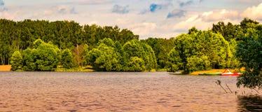 люди озера рыболовства шлюпки Стоковая Фотография RF