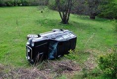 люди доктора автокатастрофы аварии спашут форму дороги неопознанную Стоковое фото RF