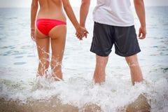 люди пляжа 2 детеныша Стоковая Фотография RF