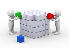 люди 3d работая заканчивающ дизайн структуры коробки куба Стоковые Фотографии RF