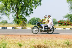 2 люд на самокате в Раджастхане, Индии Стоковые Фотографии RF