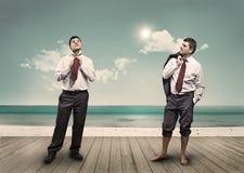 2 люд с связью на пляже Стоковая Фотография RF