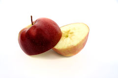 яблока красный цвет наполовину Стоковые Изображения