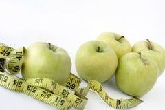 яблоки измеряя ленту Стоковое Фото