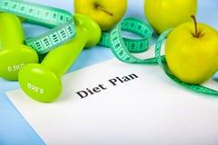 Яблоки, план диеты, гантели и измеряя лента Стоковое Фото