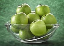 яблоки bowl заполненный зеленый цвет Стоковое фото RF
