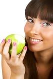 яблоко есть детенышей девушки Стоковые Фото