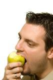 яблоко есть детенышей зеленого человека Стоковые Фото